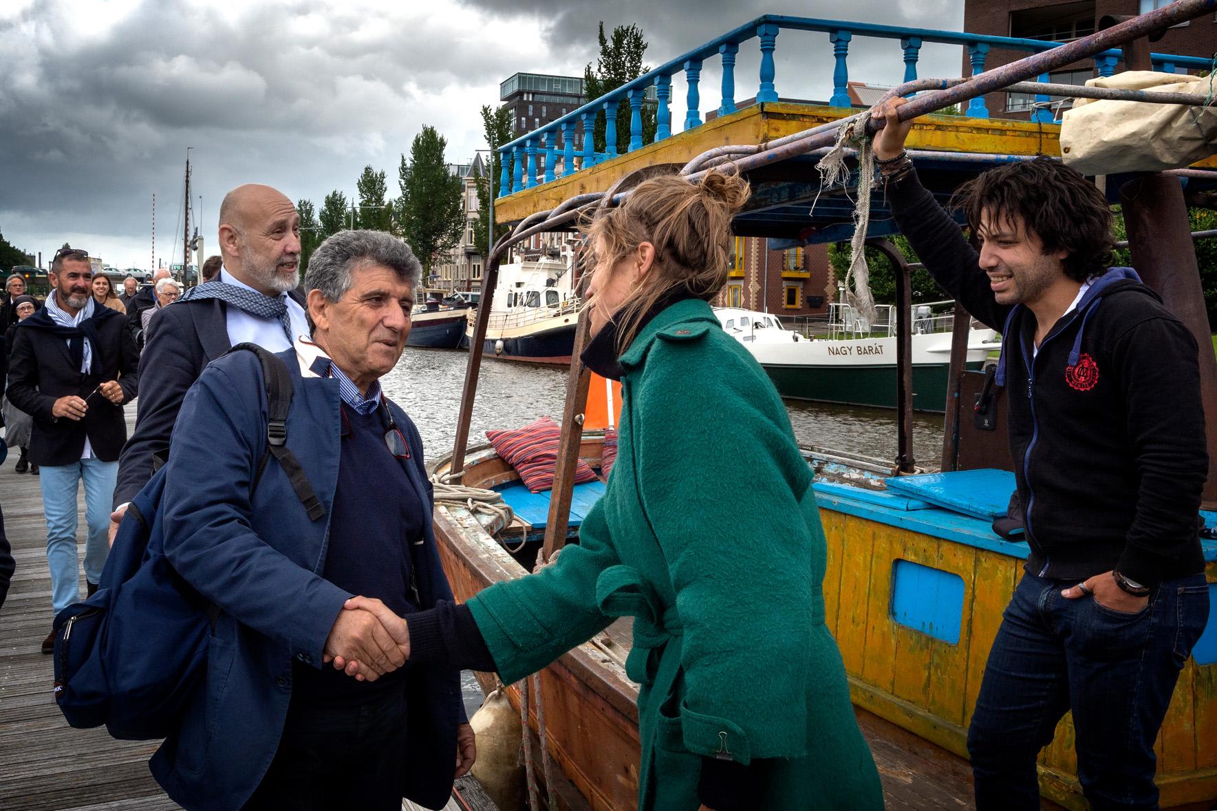Bartólo stapt op de Lampedusa-boot zat 23jun2018